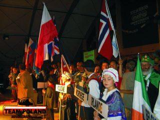 polska flaga na ceremoni otwarcia